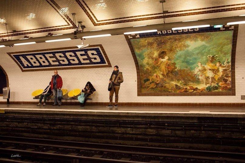 В Париже и Милане места наружной рекламы заняли репродукции картин известных художников. (7 фото)