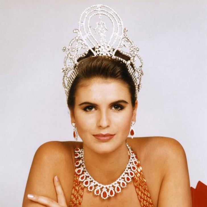 Мишель Маклин, Намибия. «Мисс Вселенная — 1992». 19 лет, рост 184 см, параметры фигуры 93?61?92.