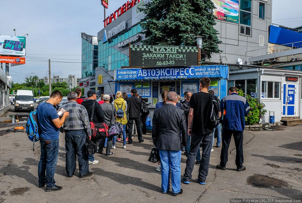 2. Через полтора часа маршрутка причаливает на Ильинскую площадь славного города Торжка. Сразу попад