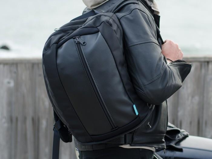 3. В 24-литровый Commuter можно положить что-то более серьезное: ноутбук или планшет.