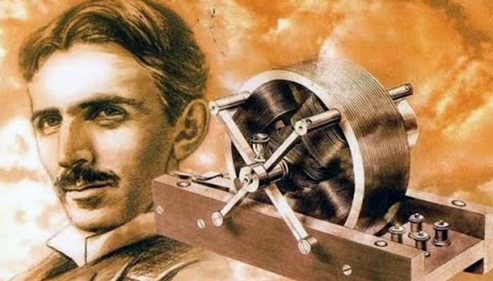 Никола Тесла разрабатывал асинхронный двигатель переменного тока. Тесла сначала работал на Томаса Эд