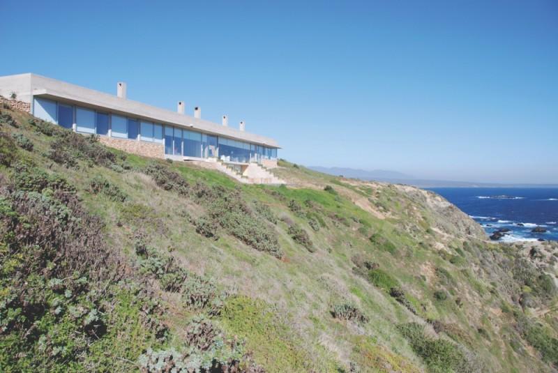 Дом на утесе, Кокимбо, Чили Этот дом, похожий на подводную лодку, имеет два уровня, один из которых