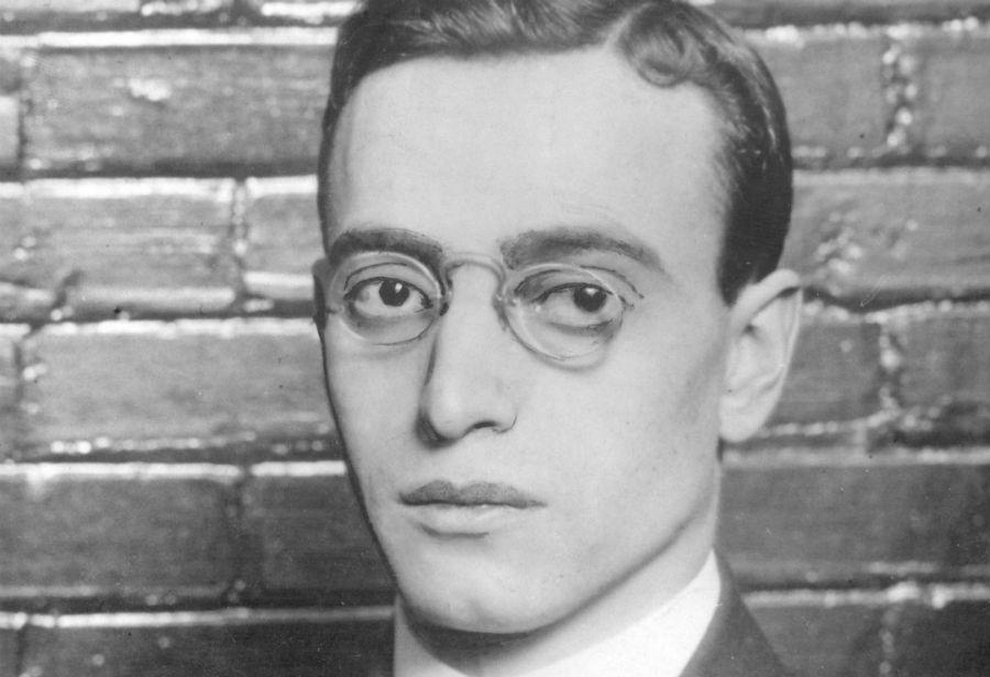 Лео Франк В 1915 году в Атланте управляющего фабрики карандашей еврея Лео Франка обвинили в изнасило