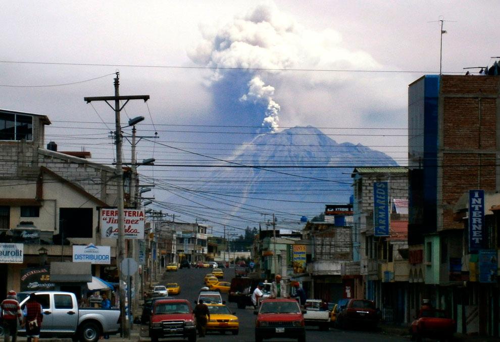 «Огненное горло», вулкан Тунгурауа. (Фото Rodrigo Buendia   AFP   Getty Images):