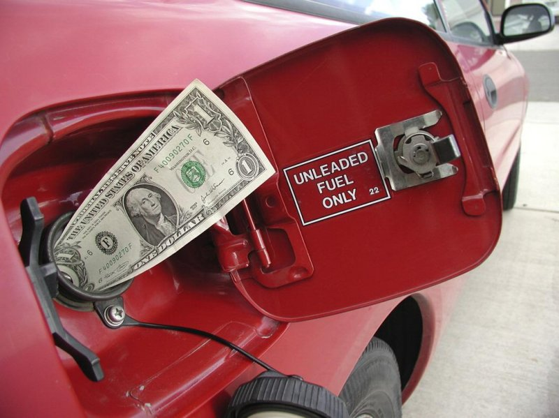 В РФ стоимость бензина сравнялась состоимостью топлива вСША