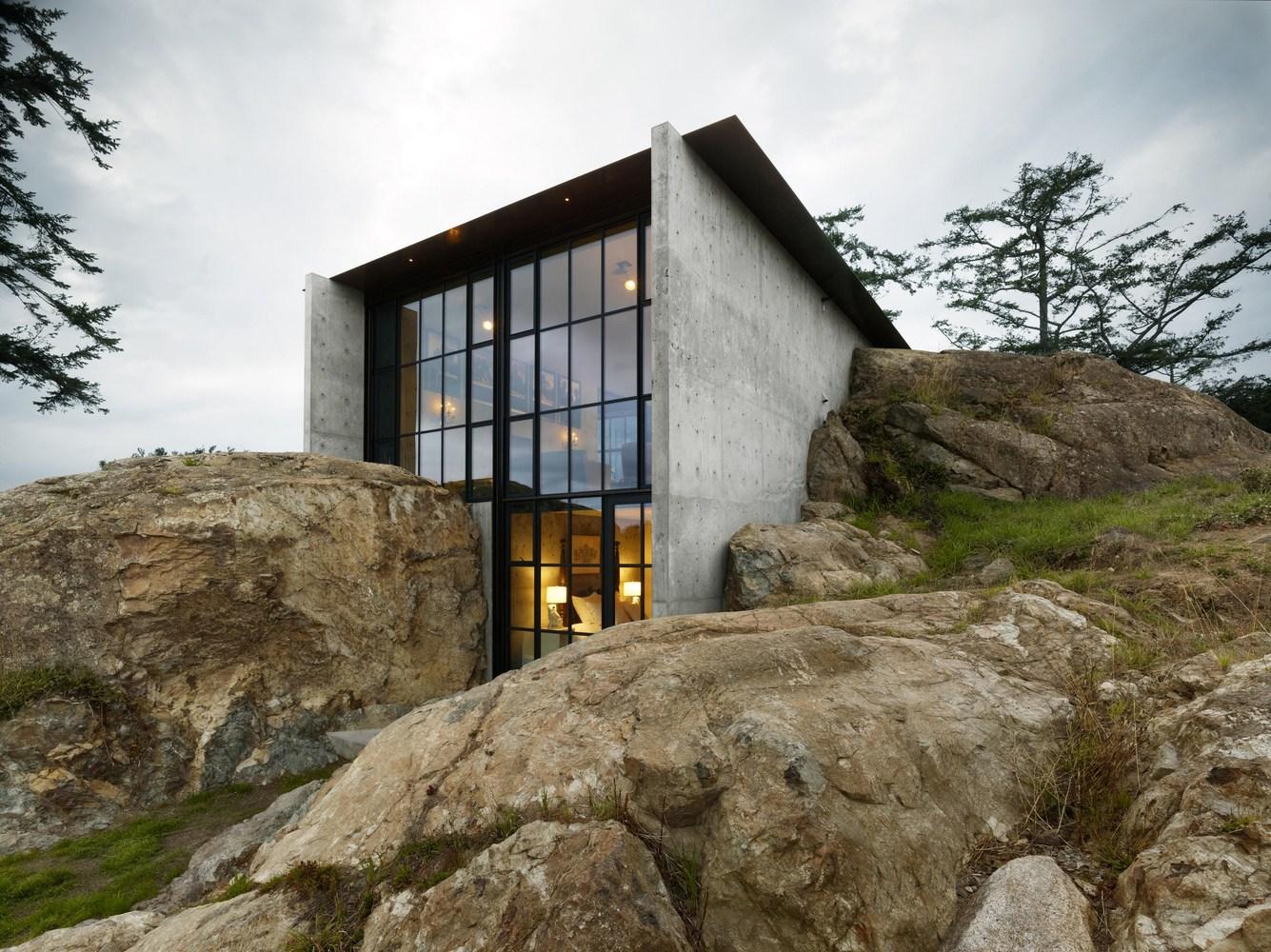 Hidden Stone House in San Juan Island (20 pics)