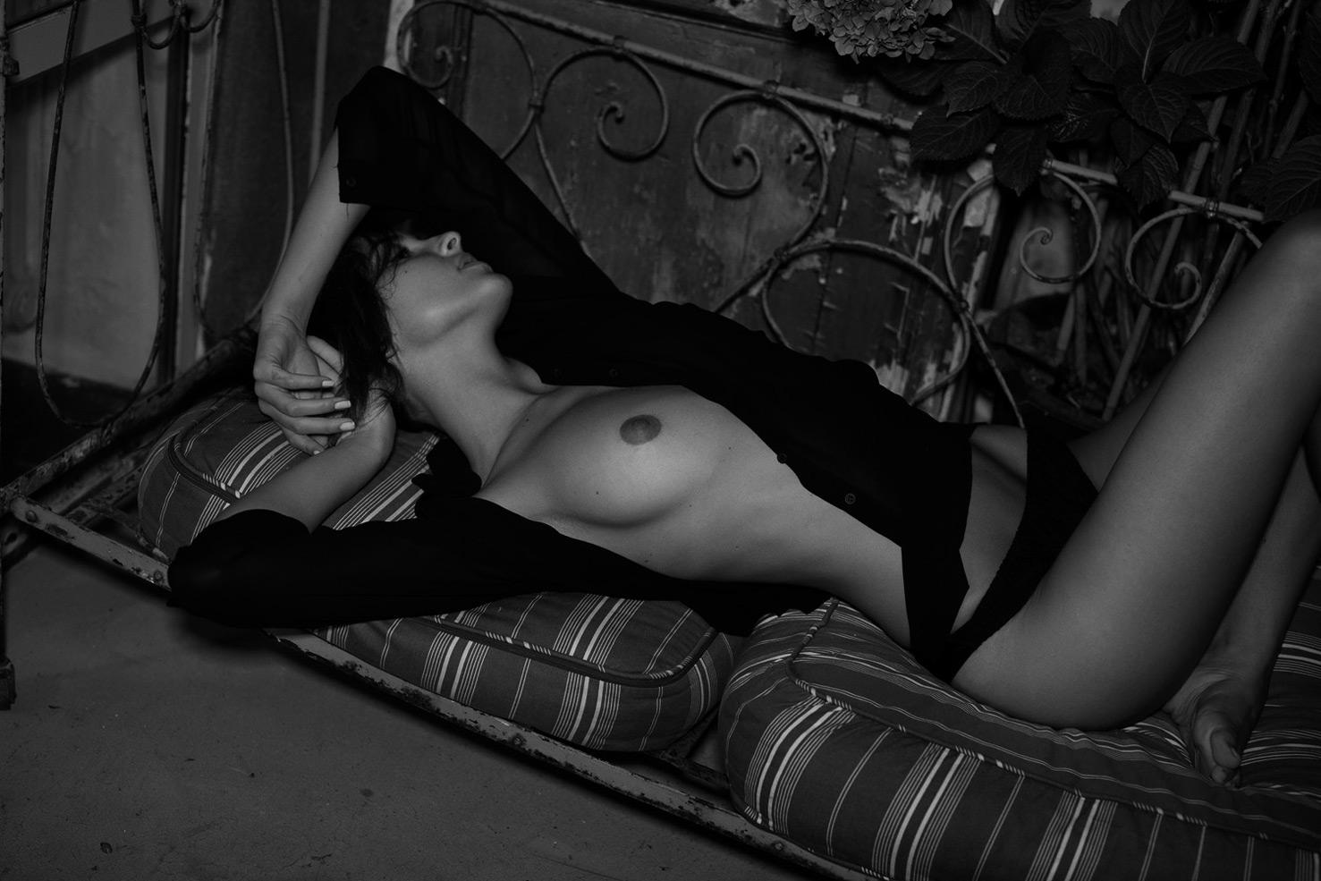 Эрика Альбонетти / Erika Albonetti nude by Peter Coulson - NU Expo