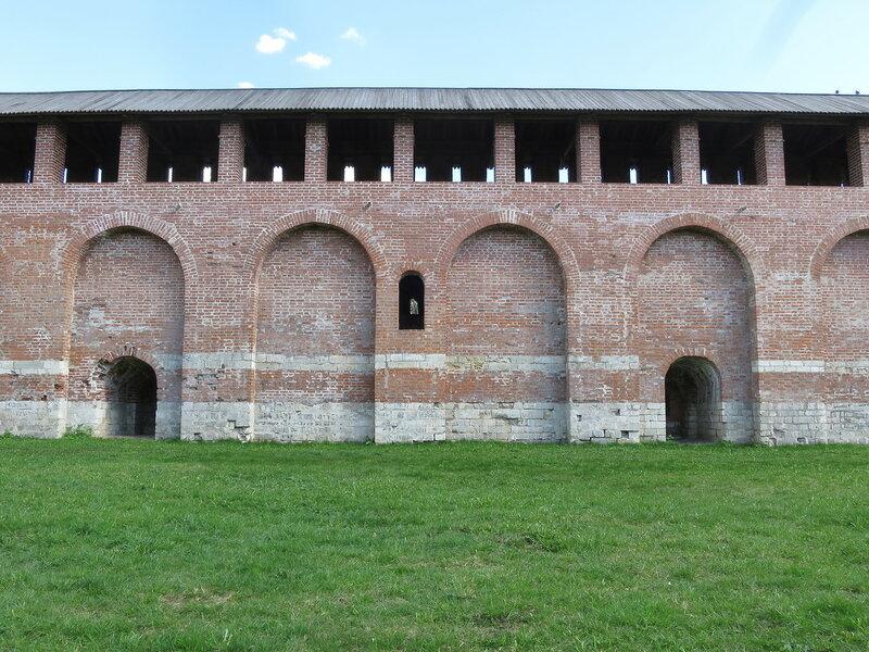 Три яруса боя (фрагмент стены около башни Зимбулка)