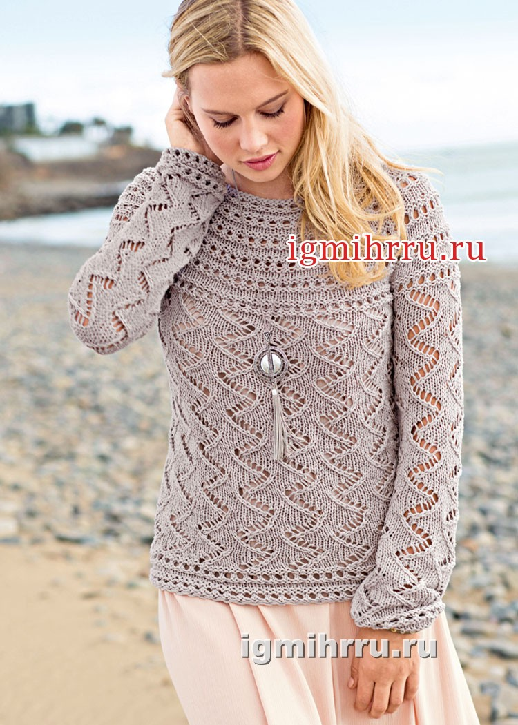Серо-бежевый ажурный пуловер с круглой кокеткой. Вязание спицами