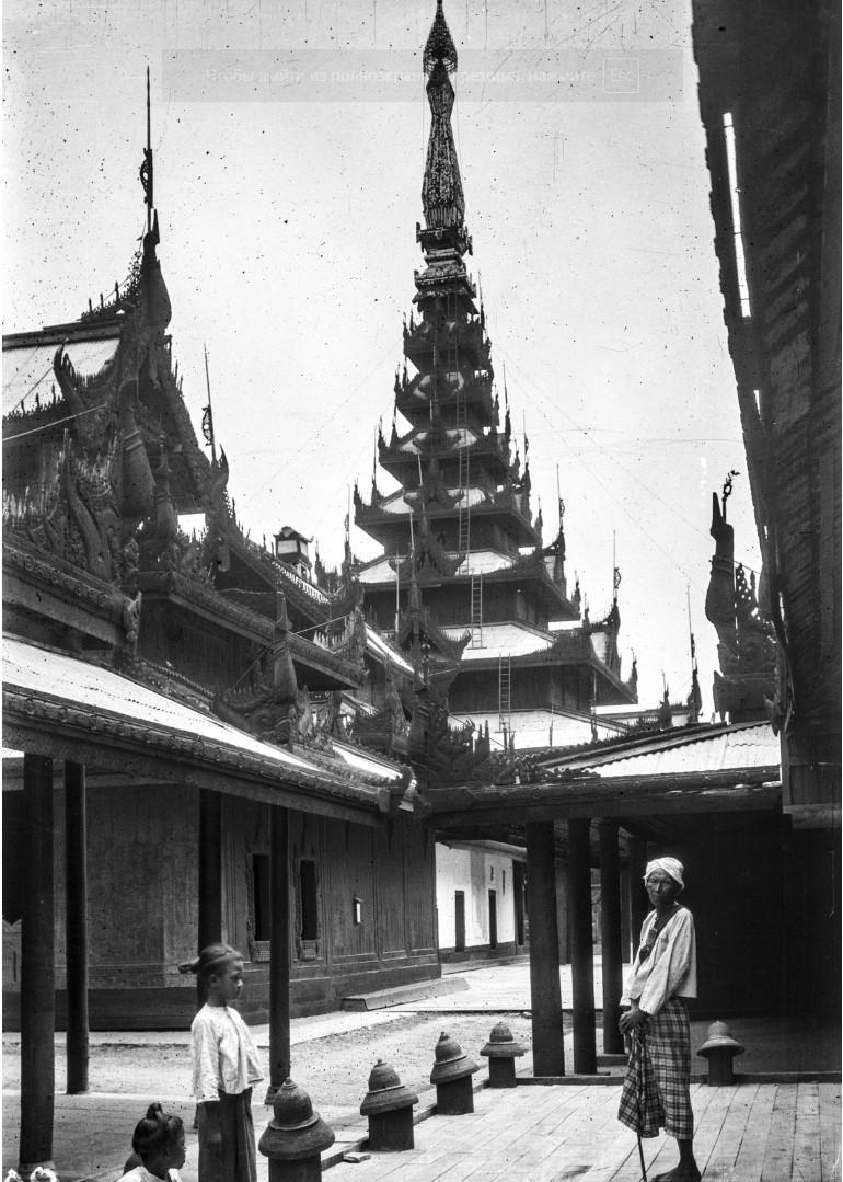852. Мандалай. Королевский дворец. Вид зданий и пагоды