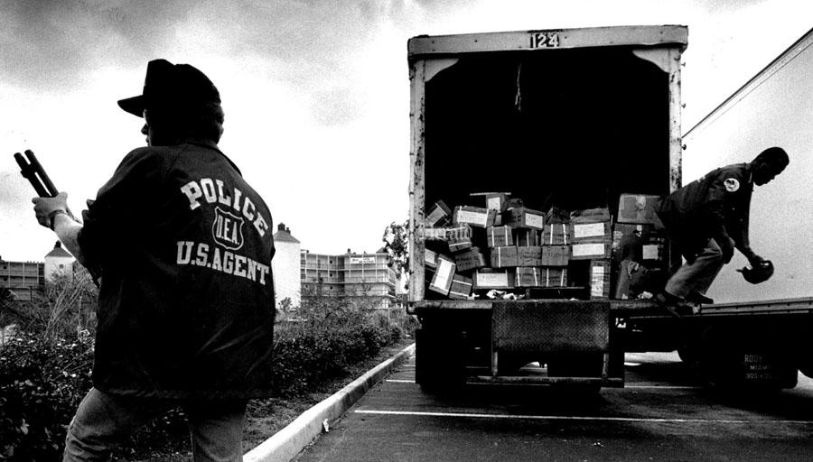 Полицаи. ( 70 фото ) XamKHv0.png