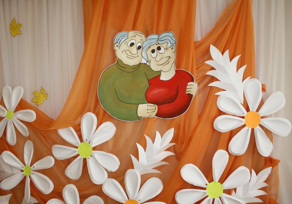 Открытка. 1 октября. С Днем пожилых людей! Пусть красота и внимание будут всегда с вами