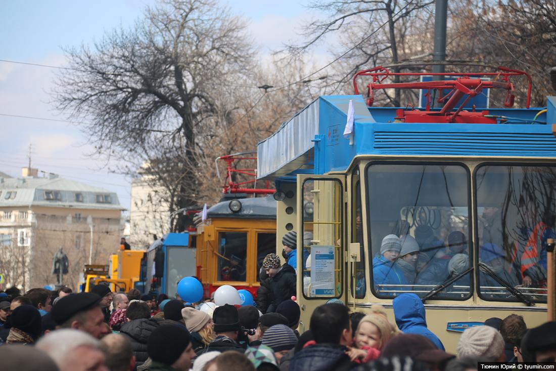 Журналист и путешественник Юрий Тюмин поделился с экологами репортажем о параде трамваев в Москве  - фото 32