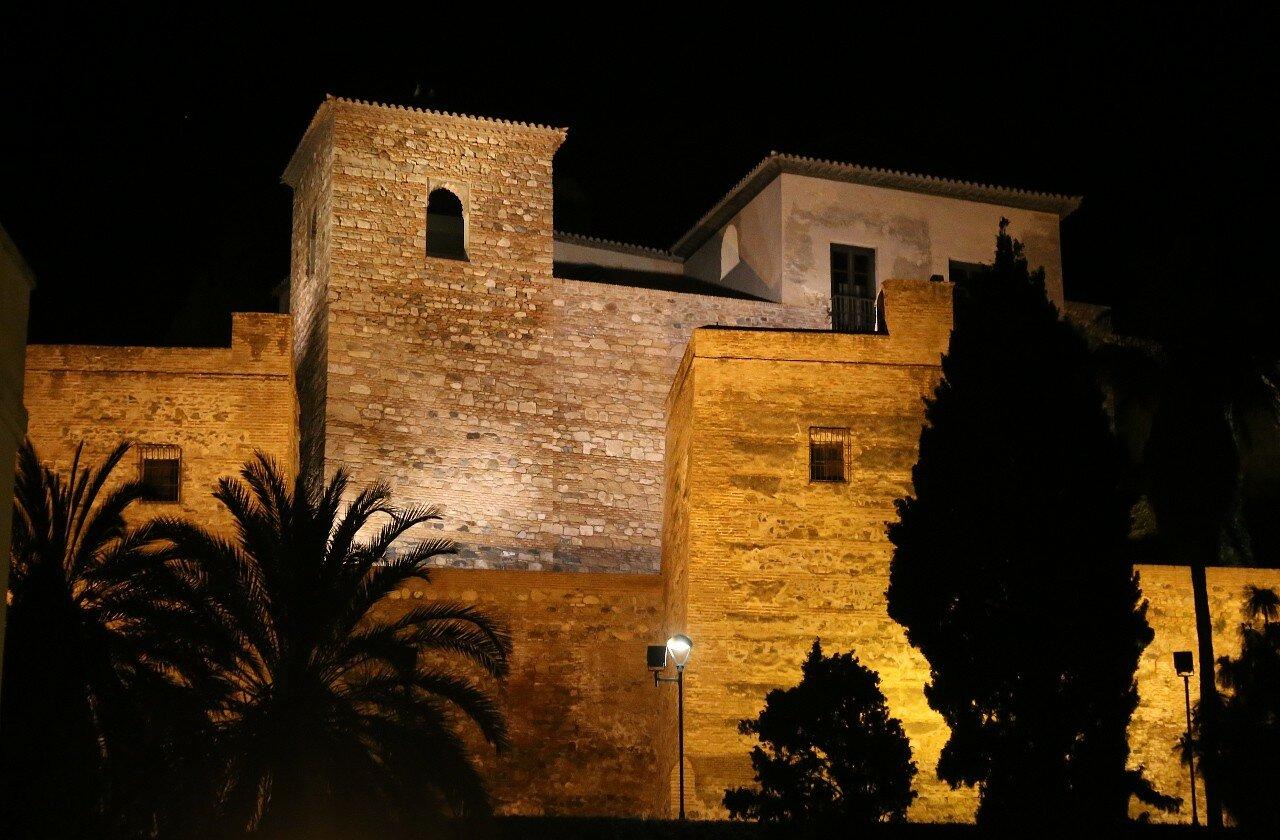 Ночная Малага. Крепость Алькасаба