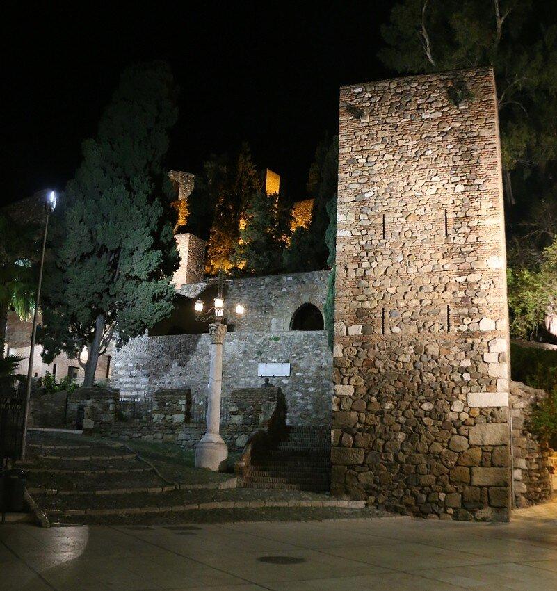 Ночная Малага. Улица Алькасабилья (Calle Alcazabilla)
