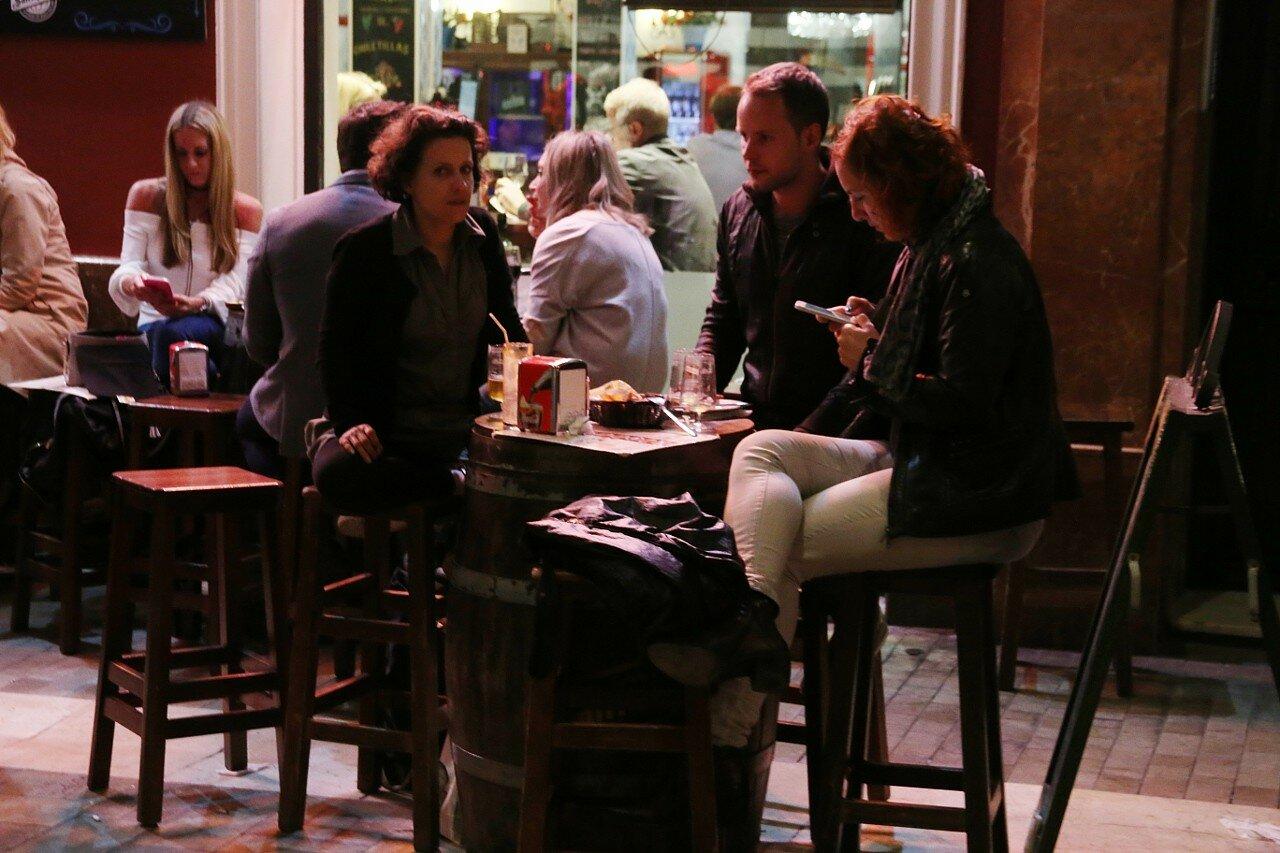 Ночная Малага. Ресторан на площади Карбон