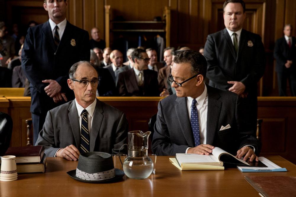 У нас ещё один фильм с участием Тома Хэнкса, который бросает вызов идее Канта о долге. В триллере Ст