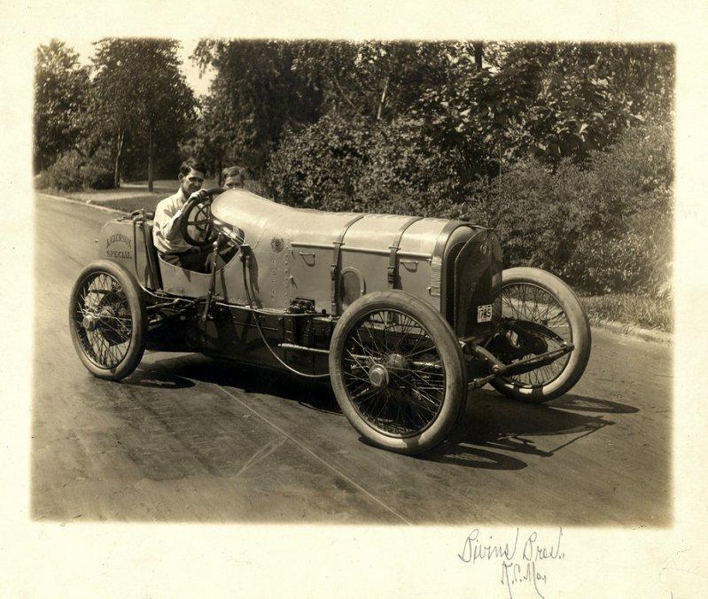 Семья и их Ford Model T, около 1915