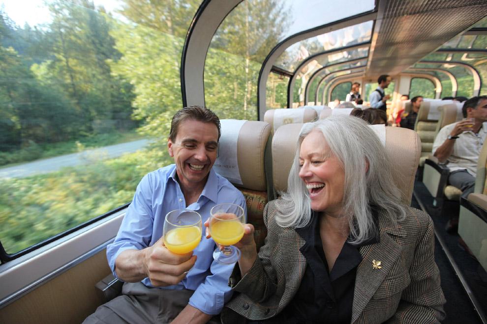 Любопытная деталь: пассажиры не ночуют в поезде. Каждую ночь их отвозят в гостиницу для ночевки