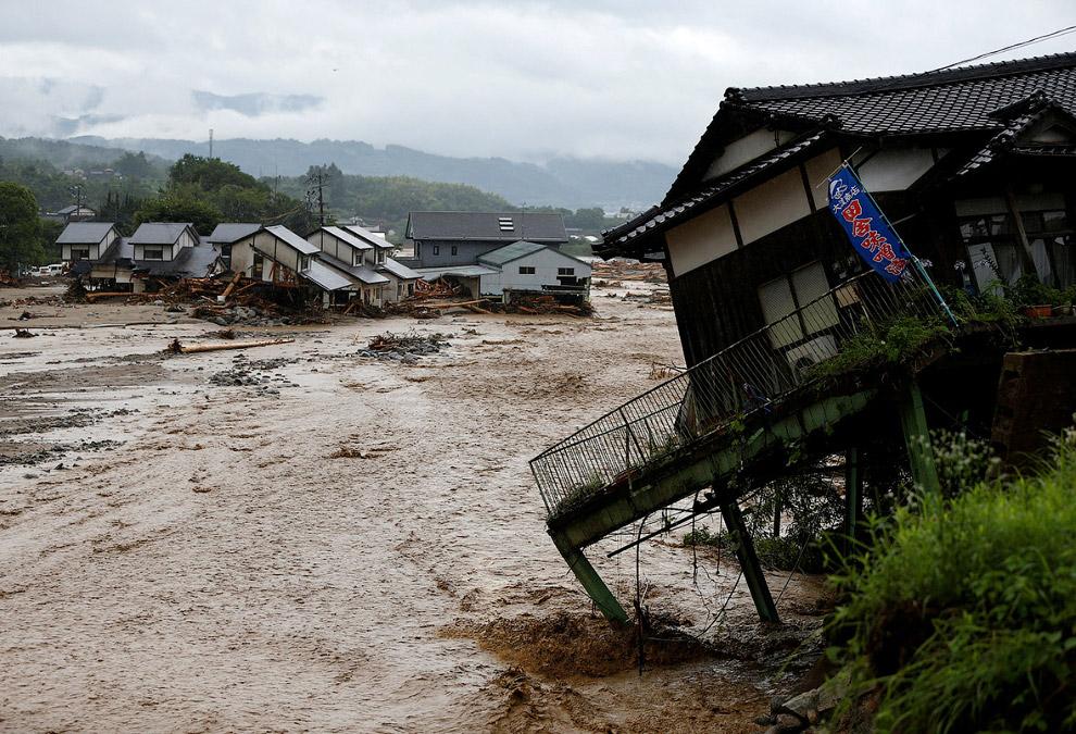 5. Вот так может выглядеть дом после наводнения. (Фото Issei Kato | Reuters):