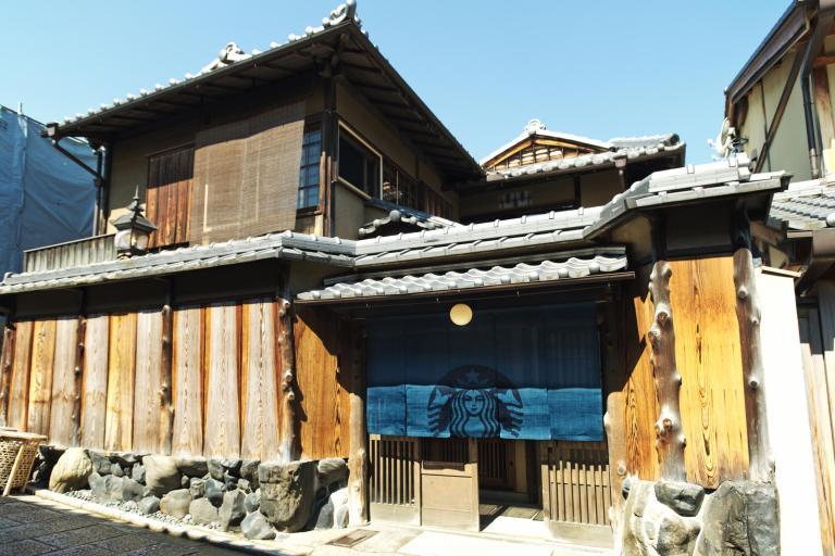 В трехсотлетнем японском доме открылся самый колоритный в мире Starbucks (7 фото)