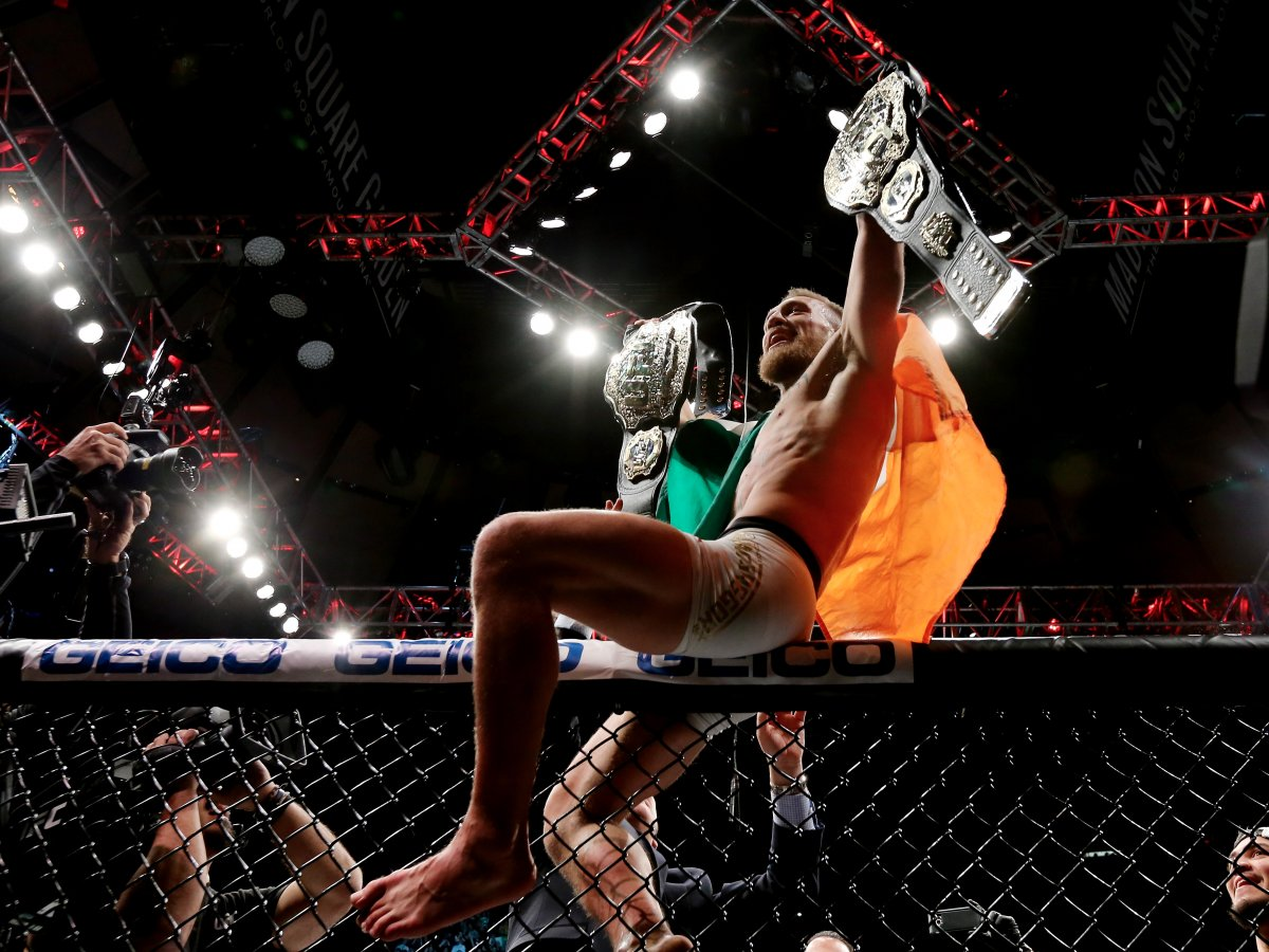 Макгрегор выиграл бой (технический нокаут) и стал чемпионом в двух весовых категориях. После победы