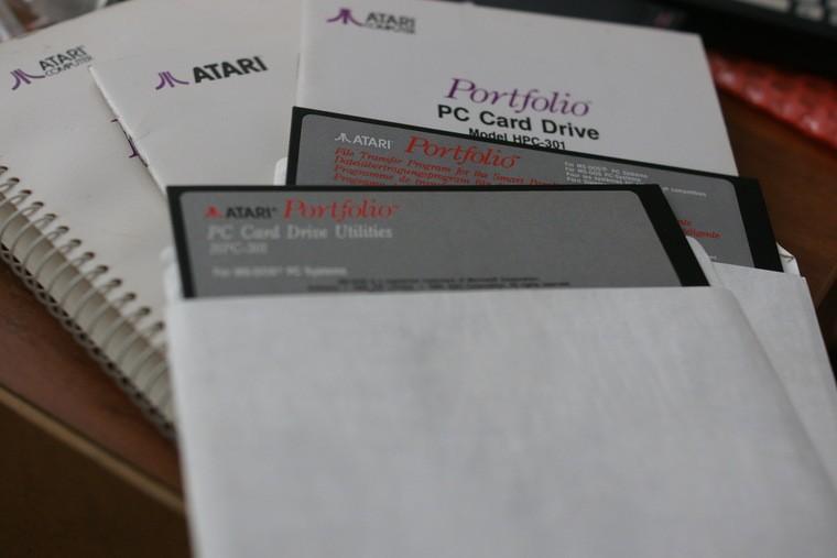 11. Для тех, кто забыл или не знал: вот так выглядели 5,25-дюймовые дискеты с программным обеспечени