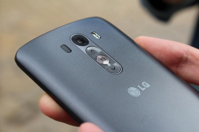 Революционной особенностью этого смартфона безусловно является, разрешение дисплея QuadHD (2560?1440