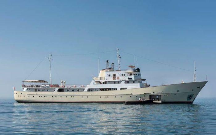 2. Позже шестипалубный корабль был переоборудован в научно-исследовательский, однако на самом деле о