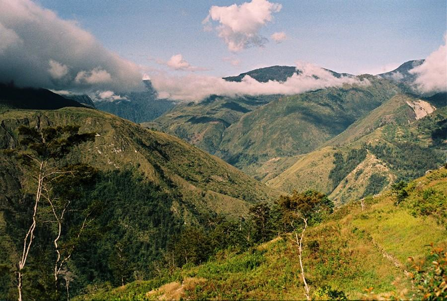 7. Пешая прогулка по племенным землям — долина Балием, Папуа — Новая Гвинея Племя Дани было открыто