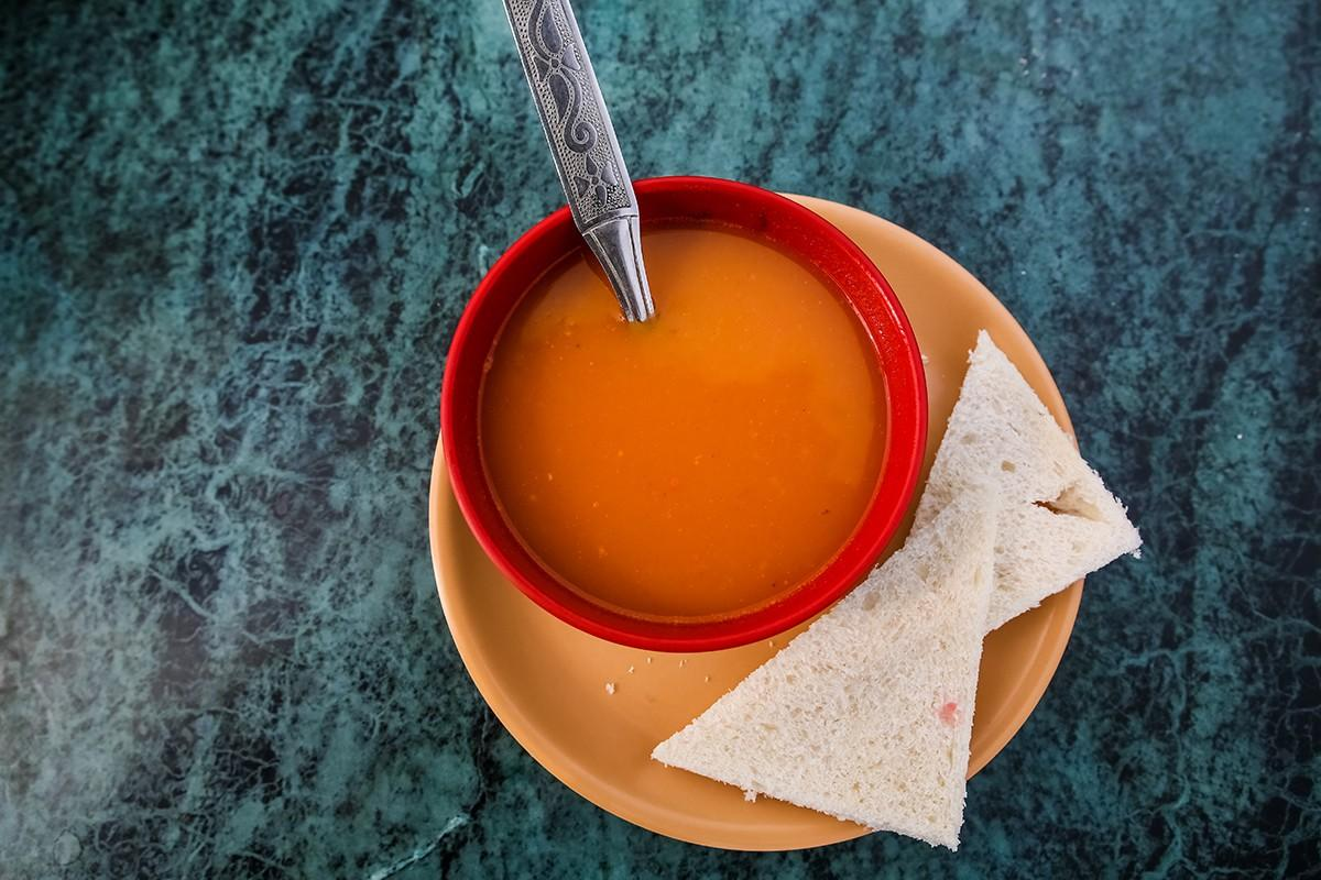 5. Самые популярные овощи — это помидоры и лук. Томатный суп вы можете отведать везде, однако консис