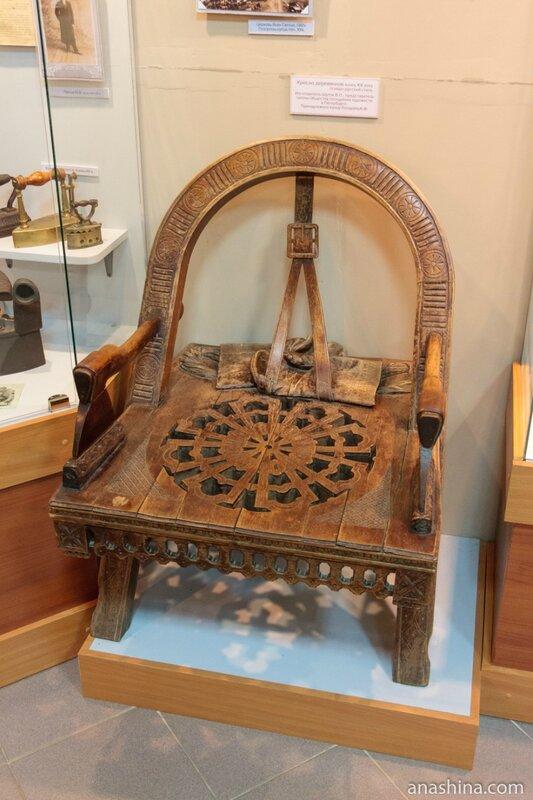 Кресло деревянное кон. XIX века, Вытегорский краеведческий музей, Вытегра