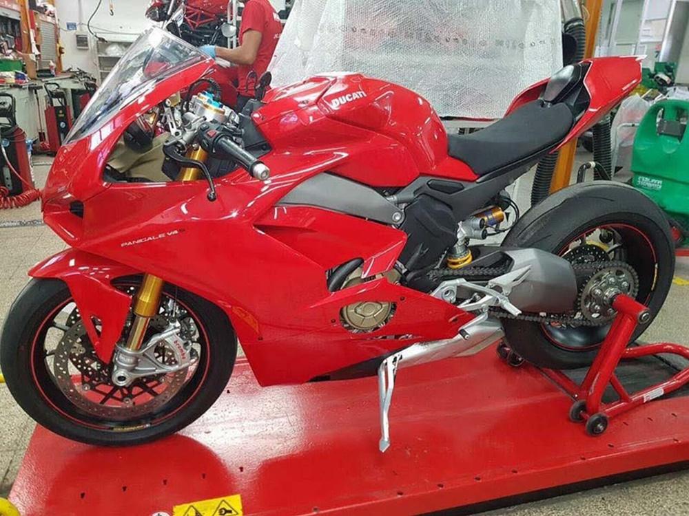 Шпионские фото Ducati Panigale V4 2018