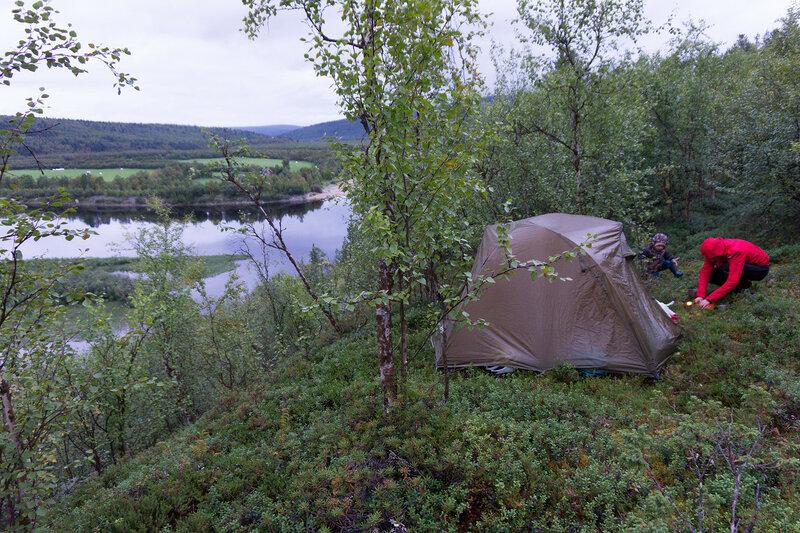 ночевка в палатке cetus 3 на берегу реки Karasjohka в норвегии
