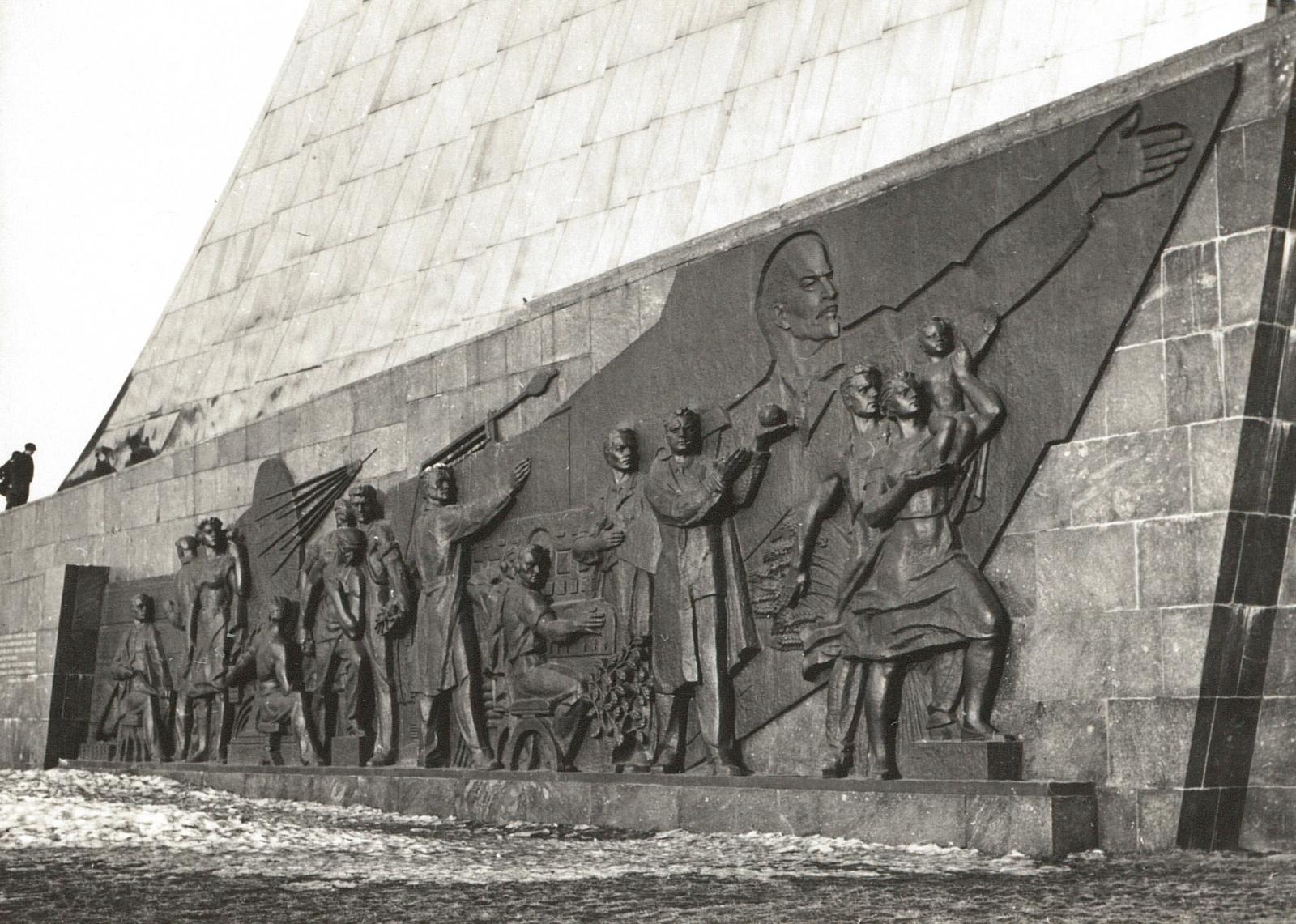 Москва. Памятник Покорителям космоса. 1967
