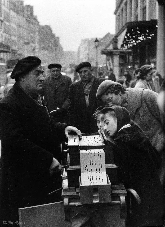 1955. Прослушивание музыки, рю де Севр