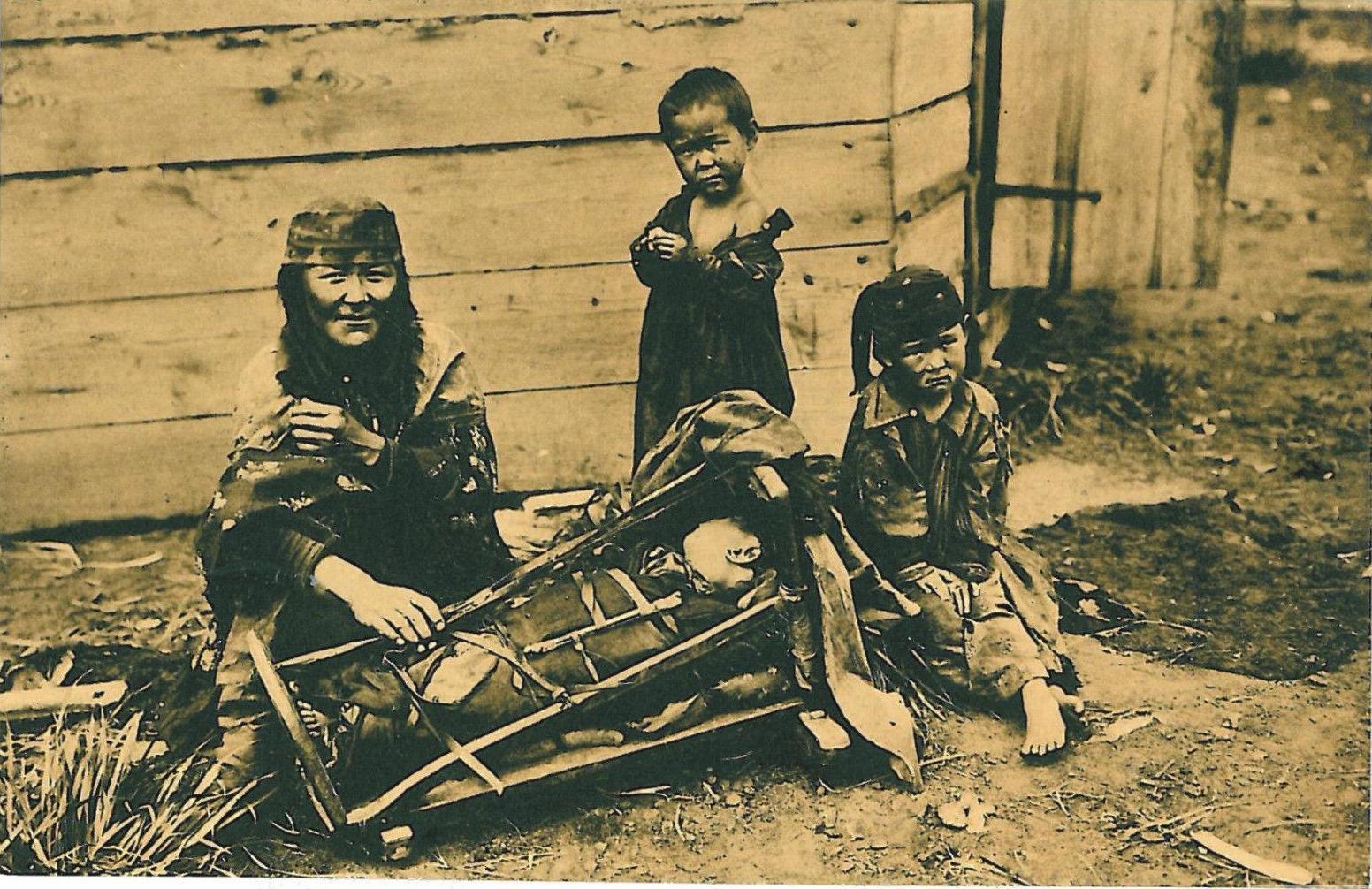 Окрестности города. Минусинские инородцы. Качинка с детьми