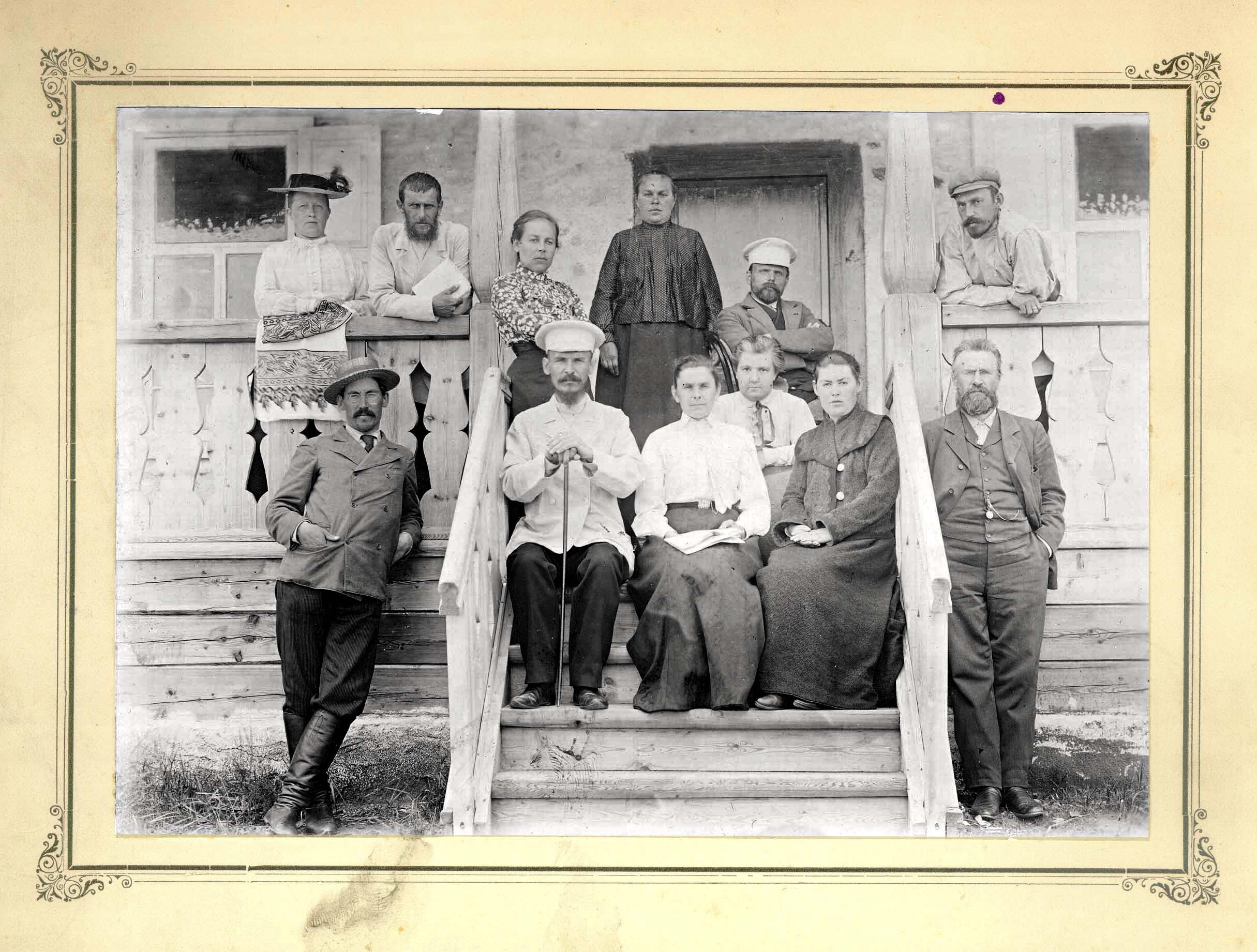 Окрестности города. Группа учителей (Енисейского общества) в санатории на озере Шира