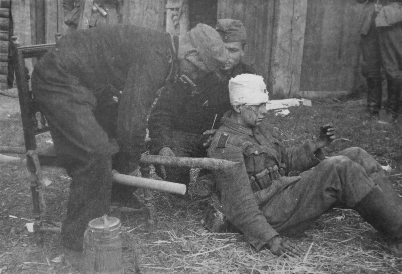 nemec_tankisti_s_ranenim_nosilki_1941.9rvlwhqxz74s0sgscwoskwog0.ejcuplo1l0oo0sk8c40s8osc4.th.jpeg