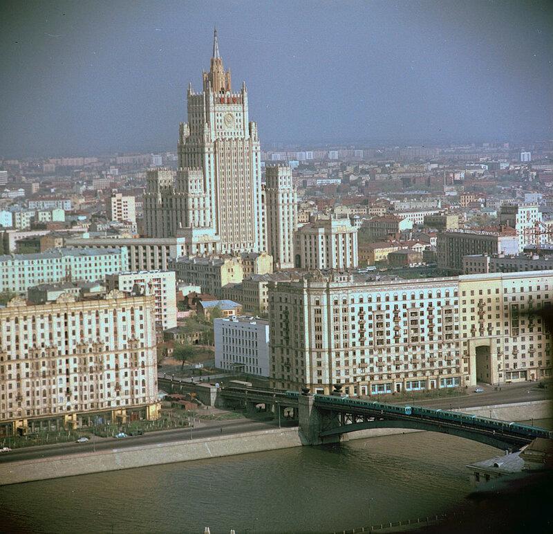1967 Здание МИДа с гостиницы Украина Wolfgang G. Schroeter.jpg
