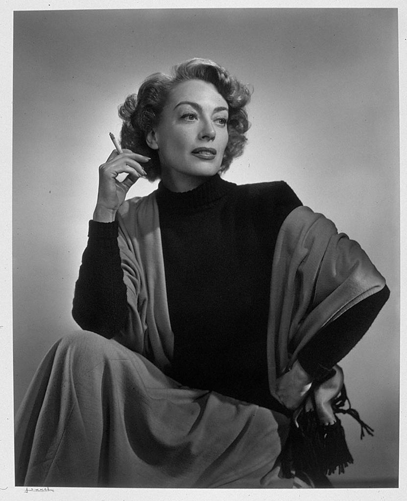 Джоан Кроуфорд (рука на бедре)1948 Юсуф Карш Канадский фотограф 1908-2002