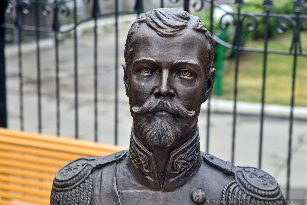С памятником Николаю в Симферополе всё ясно. А как с другими?