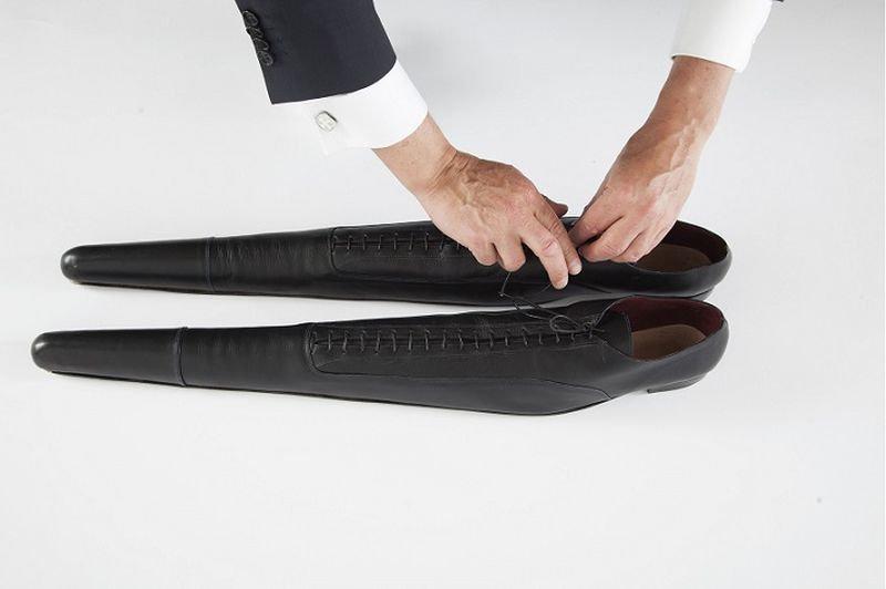 Дизайнер изготовила их из высококачественной телячьей кожи, а носки наполнила силиконом, чтобы о