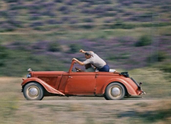 Изначально этот экземпляр, как и все Трумпфы, имел привод на передние колёса, но ко времени съёмок о