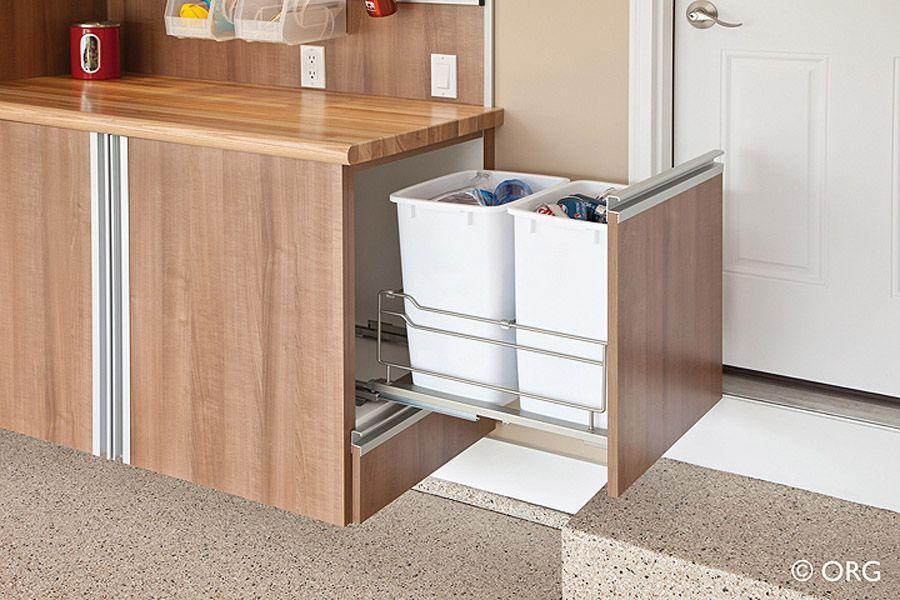 29. Мусорное ведро можно хранить в выдвижном ящике кухонного стола.