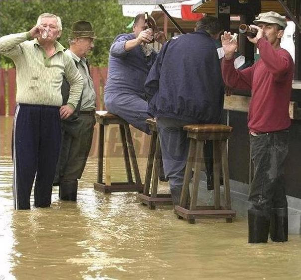 Какое наводнение, мы только пиво открыли!