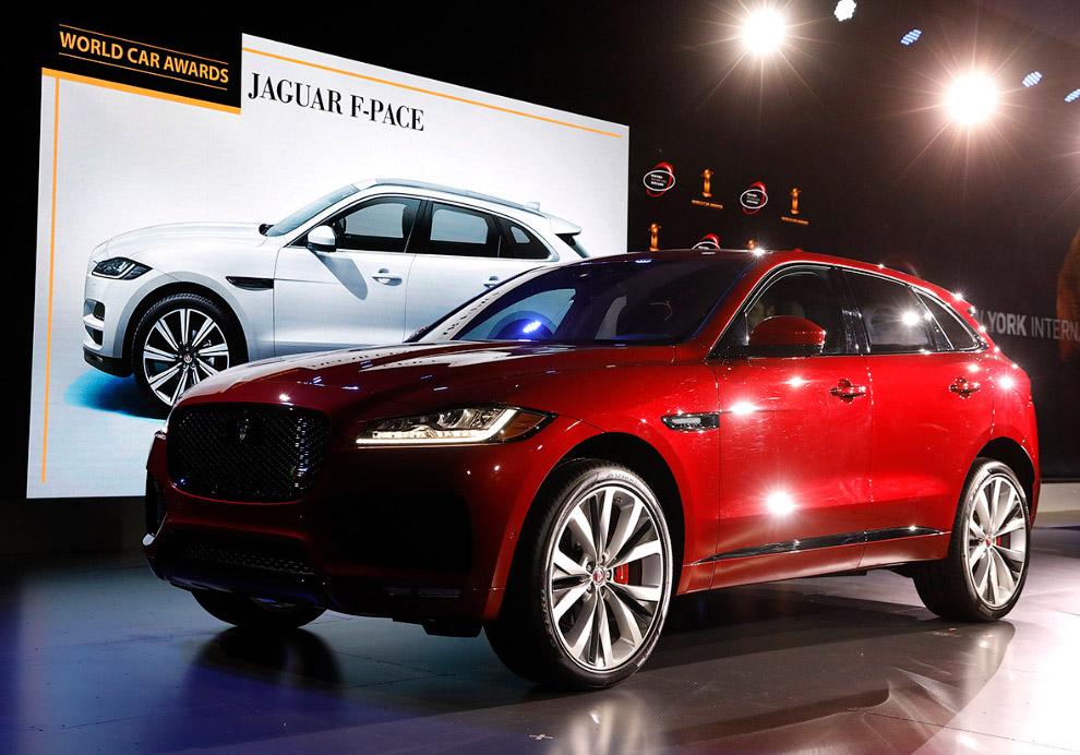 12. Японская автомобильная компания Nissan официально представила широкой общественности своего