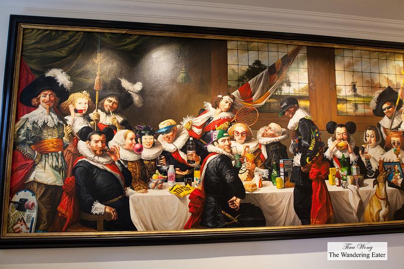 В люксе Art Collector's Suite гость может и сам почувствовать себя коллекционером: стены почти сплош