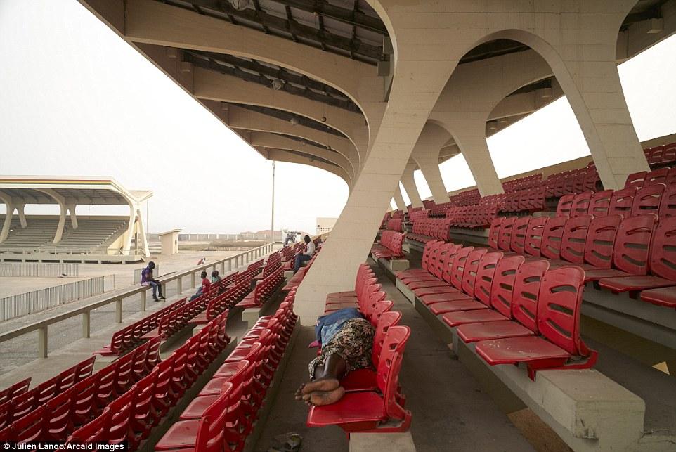 Олимпийский стадион Хельсинки, построенный по проекту архитекторов Юрьё Линдегрена (Yrjo Lindegren)