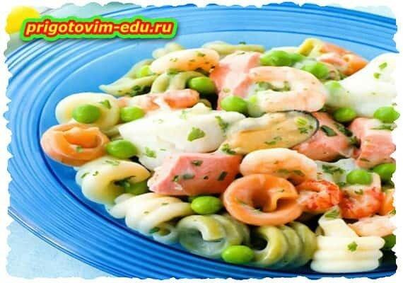 Макароны с морепродуктами и сыром
